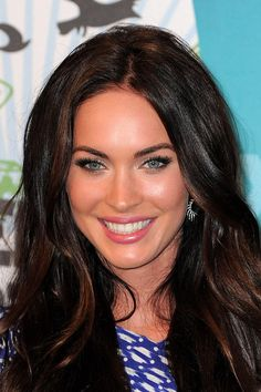 14 Before-And-After Photos That Prove Good Eyebrows Can Change Your Entire Face Megan Fox Megan Fox Photos, Tweezing Eyebrows, Long Curls, Mascara Tips, Best Eyebrow Products, Beauty Products, Perfect Eyebrows, Good Eyebrows, Glamour