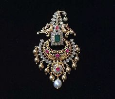Wedding Colors Summer Gold Grooms Ideas Source by Real Gold Jewelry, Gold Jewelry Simple, Emerald Jewelry, Gold Jewellery Design, Diamond Jewelry, Designer Jewelry, Indian Wedding Jewelry, Bridal Jewelry, Pendant Jewelry