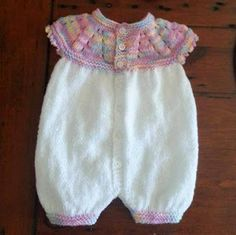 Top Down Romper Suit - Marianna / Lisa King Maclean Small / Early Newborn This adorable little romper suit was knitted by Lisa Kin.marianna's lazy daisy days: Top Down All-in-One Romper Suit free patternFREE DK If you love my All-in-One Baby Tops … Knitting Dolls Clothes, Knitted Baby Clothes, Knitted Romper, Baby Doll Clothes, Doll Clothes Patterns, Clothing Patterns, Dress Patterns, Knitting For Kids, Baby Knitting Patterns