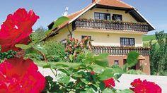 Turistična kmetija nudi lepo opremljene sobe in kakovostno ponudbo. Obiščite spletno stran http://www.viaslovenia.com/sl/turisticne-kmetije/savinjska/turisticna-kmetija-urska.html
