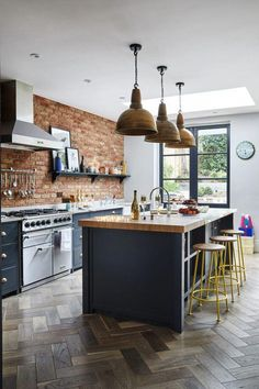 Top Dark Grey Shaker Kitchen Guide , If you're thinking of painting your kitchen, create your financial plan and get to do the job. The kitchen was our main project so far as cost and lab. Home Decor Kitchen, Kitchen Interior, Kitchen Dining, Kitchen Ideas, Diy Interior, Kitchen Layout, Fancy Kitchens, Home Kitchens, Grey Shaker Kitchen