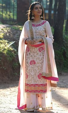 White Indian Pakistani Traditional Formal Salwar Suit With Dupatta Beautiful Floral Embroidery Work Pakistani Dresses Online Shopping, Pakistani Dresses Casual, Online Dress Shopping, Indian Dresses, Indian Outfits, Casual Dresses, Fashion Looks, Embroidery Suits Design, Floral Embroidery