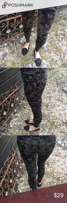 """Free People Cozy Leggings Cozy black and gold pattern leggings ...      size SM.. measured flat: total length 36.5"""" Inseam:27.. relaxed waist:13. .. elastic waistband is 1 3/4"""" wide.. no holes or pulls.. no trades.. Free People Pants Leggings"""