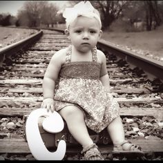 This is one of my friends baby girl! Her vintage 1940's picture face ;)