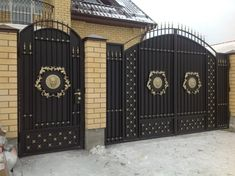 Gate Wall Design, House Main Gates Design, Steel Gate Design, Wooden Main Door Design, Front Gate Design, Metal Gates, Wrought Iron Gates, Modern Main Gate Designs, Door Design Images