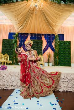 Joyful indian newlyweds http://www.maharaniweddings.com/gallery/photo/131894 @electrickarma @mandapcreations #HinduWeddings