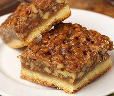 THE BEST PECAN BARS ? The Best Ever Pecan Pie Bars are so good people offer to pay me for them. A fabulous recipe with a caramelized pecan pie set atop a shortbread crust is the Pecan Recipes, Pie Recipes, Cookie Recipes, Dessert Recipes, Detox Recipes, Recipes With Pecans, Copycat Recipes, Baking Recipes, Bon Dessert