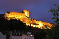 Château fort de Lourdes la nuit