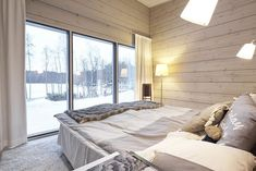 Realise a healthy and ecological Scandinavian style house with solid wood. Get inspired by contemporary designs and plan your dream home! House Design, Minimalist House Design, Wooden House Design, House Interior, Log Homes, Relaxing Bedroom, Inside A House, Home Design Plans, Minimalist Home