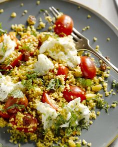 Spicy couscous salad caprese - What do you think of this delicious variation on an Italian favorite, salad caprese, with a Middle - Pureed Food Recipes, Veggie Recipes, Salad Recipes, Vegetarian Recipes, Healthy Recipes, Quinoa, I Love Food, Good Food, Healthy Diners