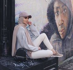 Image about fashion in Hijab 🧕🏻👑 by princess on We Heart It Muslim Women Fashion, Islamic Fashion, Modest Fashion, Hijab Caps, Modele Hijab, Mode Abaya, Street Hijab Fashion, Outfit Look, Hijab Fashion Inspiration
