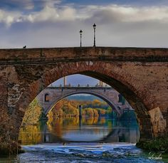 Rome old bridges. Dream Vacations, Vacation Spots, Monuments, Places To Travel, Places To See, Wonderful Places, Beautiful Places, Rome Florence, Milan