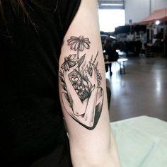 Eu vejo flores em você   Feita por knas.marta. #tatuagem #tattoo #flores #flowers #delicada