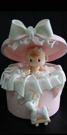 Original baby shower cakes Today I want to share with you a very complete gallery with different very original cake designs that you can use for your baby Pretty Cakes, Cute Cakes, Beautiful Cakes, Torta Baby Shower, Baby Girl Cakes, Novelty Cakes, Fancy Cakes, Cake Art, Fondant Figures