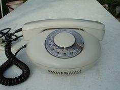 Voll arbeiten Vintage Rotary Telefon von Tesla gemacht. Sowjetische Telefon (Tschechoslowakei). Dieses Retro-Telefon wurde im Jahr 1991 gemacht.  In einem guten Jahrgang Zustand.  Gut für Wohnkultur.  Nicht getestet.   * * * * * * * * * * * * * * * * * * * * * * * * * * * * * * * * * * * * * * Bitte beachten: -Jahrgang alles in als verkauft werden – Bedingung -Alle Fotos sind echt * * * * * * * * * * * * * * * * * * * * * * * * * * * * * * * * BITTE NICHT VERGESSEN!  Sie erreichen mich immer…