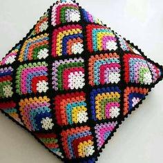 Crochet Cushion Cover, Crochet Cushions, Crochet Pillow, Crochet Lace Edging, Granny Square Crochet Pattern, Crochet Blocks, Crochet Home, Crochet Gifts, Granny Square Häkelanleitung
