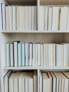 For as long as I can remember, I've been an avid reader. But that doesn't mean I haven't had periods in my life where reading stopped being enjoyable for me. I still remember grade school,… Reading Goals, Reading Habits, Reading Time, I Love Books, Books To Read, Living Room Shelves, Writers And Poets, Book Nooks, Learn To Read