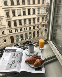 Classy Aesthetic, Beige Aesthetic, Travel Aesthetic, Aesthetic Food, Coffee Break, Coffee Time, Oui Oui, Aesthetic Pictures, Food And Drink