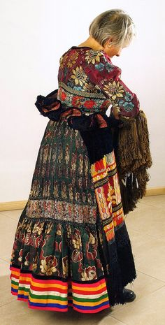 Hello all, Today I will return to Hungary, to talk about one of the most famous costume and embroidery traditions in that country, t. Folk Costume, Costume Dress, Traditional Fashion, Traditional Dresses, Hungarian Embroidery, Folk Embroidery, Costumes Around The World, Bohemian Blouses, Beautiful Outfits
