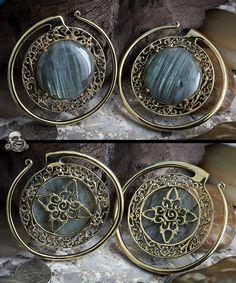 Solid Brass Puj Ju Hoops with Labradorite by Diablo Organics Body Jewelry Piercing, Ear Jewelry, Jewelery, Jewelry Making, Jewelry Accessories, Jewelry Design, Plugs Earrings, Mother Jewelry, Body Adornment
