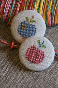 """Брошь """"Яблоко"""" - брошь,брошь ручной работы,брошь вышитая,брошка,яблоко"""