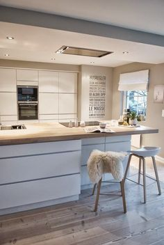 Michelle - Blog #Home #color : #Total #White Fonte : http://saksinthecity.tumblr.com/post/75886526746/northernmoments-modern-scandinavian-kitchen-by
