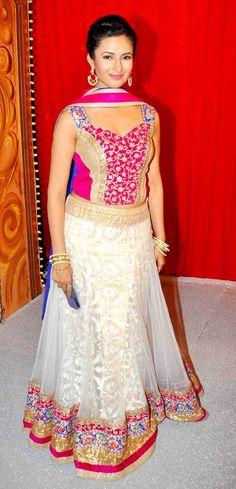 Divyanka Tripathi at Star Parivaar Awards 2014