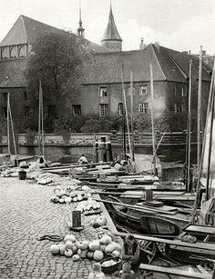 http://ok.ru/group/44206284210325/album/51923906199701/772340108949 Кёнигсберг. Торговцы тыквами на Липовом рынке, ок. 1930 года.