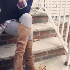 Those boots though... These @guess boots have it all, perfect fall piece for your wardrobe. #fashion #fashionblogger #momblogger #style #boots #fallfashion #instablogger #ontrendmama #ootd #fall #sweater #outfit #shoes #styleblogger #fashiondiaries