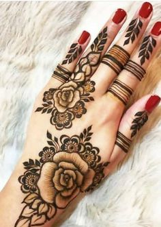 Searching for stylish mehndi designs for the party that look gorgeous? Stylish Mehndi Design is the best mehndi design for any func. Modern Henna Designs, Floral Henna Designs, Indian Mehndi Designs, Mehndi Designs For Girls, Bridal Henna Designs, Mehndi Designs For Fingers, Mehndi Designs For Beginners, Mehndi Design Images, Latest Mehndi Designs