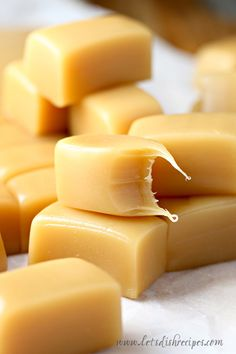 Ten Minute Microwave Caramels Recipe: Delicious, chewy caramels made in 10 minutes or less in your microwave oven! Caramel Recipes, Candy Recipes, Sweet Recipes, Holiday Recipes, Dessert Recipes, Microwave Caramels, Microwave Recipes, Baking Recipes, Microwave Oven