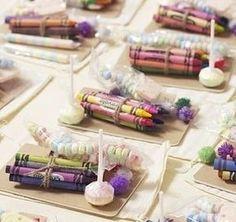 Pensez à vos jeunes invités et réalisez pour eux des petits kits qui leur permettront de s'amuser sans bruit durant une partie de la soirée de votre mariage.