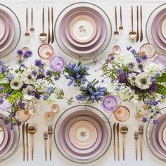 Feminine and chic rose gold table setting! Love this idea for a shower or dinner. Feminine and chic rose gold table setting! Love this idea for a shower or dinner… Feminine and chic rose gold table setting! Love this idea for a shower or dinner party Lavender Wedding Colors, Lilac Wedding, Wedding Flowers, Wedding Ideias, Rose Gold Table, Dinner Party Table, Dinner Parties, Beautiful Table Settings, Table Set Up