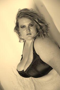 lingere 3 by on DeviantArt Big And Beautiful, Beautiful Women, Art Photography, Curves, Pin Up, Sexy Women, Plus Size, Bra, Model