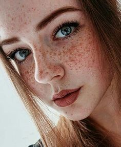 Sommersprossen_Liebe — I love these freckles Red Hair Freckles, Redheads Freckles, Freckles Girl, Redhead With Freckles, Redheads Hot, Freckles Makeup, Beautiful Freckles, Beautiful Red Hair, Gorgeous Redhead