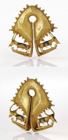 Indonesia - Sumba Island | Earring or pendant ~ mamuli polo ~ decorated with two water buffalo; gold and silver  // ©Quai Branly Museum. 70.2001.27.747