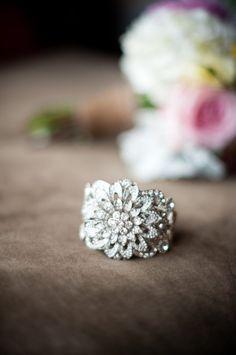 Gold Emerald and Diamond Alternating Wedding Ring Women / Emerald Ring / Emerald Wedding Band / May Birthstone Ring / Genuine Emerald - Fine Jewelry Ideas Wedding Accessories, Wedding Jewelry, Jewelry Box, Jewelry Rings, Jewelry Accessories, Fine Jewelry, Jewelry Design, Wedding Rings, Jewlery