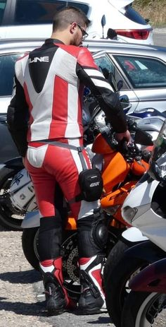 Bike Suit, Motorcycle Suit, Motorcycle Leather, Biker Leather, Leather Men, Leather Pants, Motard Sexy, Motorbike Leathers, Hot Guys
