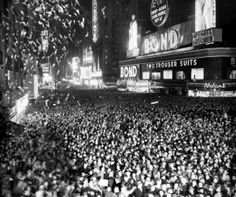 NYC NEW YEARS 1950  Oh my goodness I want this more than anything!