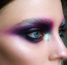 Wie man einen Fairy Makeup Look anwendet – Make Up 2019 Maquillage Halloween, Halloween Makeup, Runway Makeup, Beauty Makeup, Makeup Style, Beauty Tips, Beauty Uk, Flawless Makeup, Face Makeup