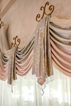 NO TUTORIAL. May/June 2016 Christi Adams, Christi's Windows, LLC, Workroom of the year and first place, top treatments. Curtains And Draperies, Elegant Curtains, Home Curtains, Beautiful Curtains, Burlap Curtains, Valances, Rideaux Design, Drapery Designs, Blinds For Windows