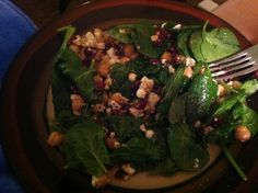 Spinach Salad with Chickpeas, Crumbled Goat Cheese, and Dried Cranberries #vegetarian #recipes #spinach #salads #quickdinners #healthymeals #foodblogs #lowcarb