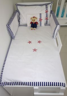 Our favorite Stars in Red baby/toddler bedding set made from Egyptian Cotton 400T. Like silk on your babies delicate skin. A baby/toddler set includes duvet cover, flat sheet, fitted sheet, standard pillow cover, baby pillow cover & cot bumper cover.
