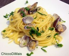 Best Italian recipes for Christmas: pasta and risotto - Clam spaghetti Fish Recipes, Pasta Recipes, Cooking Recipes, Healthy Recipes, Christmas Pasta, Spaghetti Vongole, Best Italian Recipes, Italian Pasta, Pasta Dishes