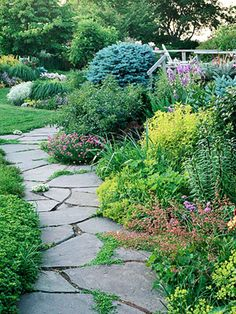 Create a beautiful path in your garden. Click for 9 ideas: http://www.midwestliving.com/garden/design/9-ways-to-create-a-garden-path