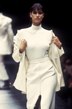 Yasmeen Ghauri / Gianfranco Ferre Runway Show F/W 1993 60 Fashion, Runway Fashion, Fashion Models, Vintage Fashion, Fashion Outfits, Fashion Design, Classy Fashion, Versace, Gianfranco Ferre