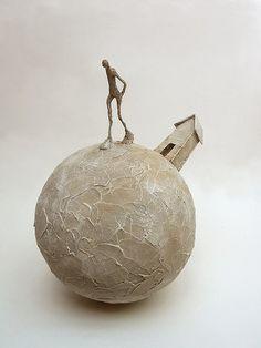 Ceramic Houses, Ceramic Clay, Ceramic Pottery, Surrealism Sculpture, Sculpture Art, Sculptures Céramiques, Paperclay, Wire Art, Art Object