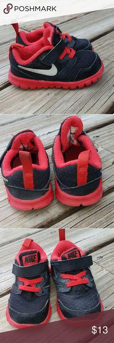 Boys Nike Tennis Shoes EUC! Velcrow fastener. Nike Shoes Sneakers