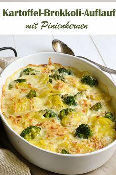 Potato broccoli bake with pine nuts, baked in a cream and milk sauce, gratinated with cheese and sprinkled with pine nuts, vegetarian but also vegan possible, Thermomix vegetarisch lifestyle recipes grillen rezepte rezepte schnell Broccoli Bake, Broccoli Casserole, Casserole Recipes, Veggie Recipes, Vegetarian Recipes, Dinner Recipes, Healthy Recipes, Vegetable Drinks, Gratin