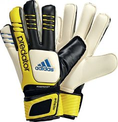 Adidas Predator Fingersave Replique. Only Size 7 available £38.00.